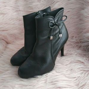 Usaflex Size 9 Black Leather High Heel boots